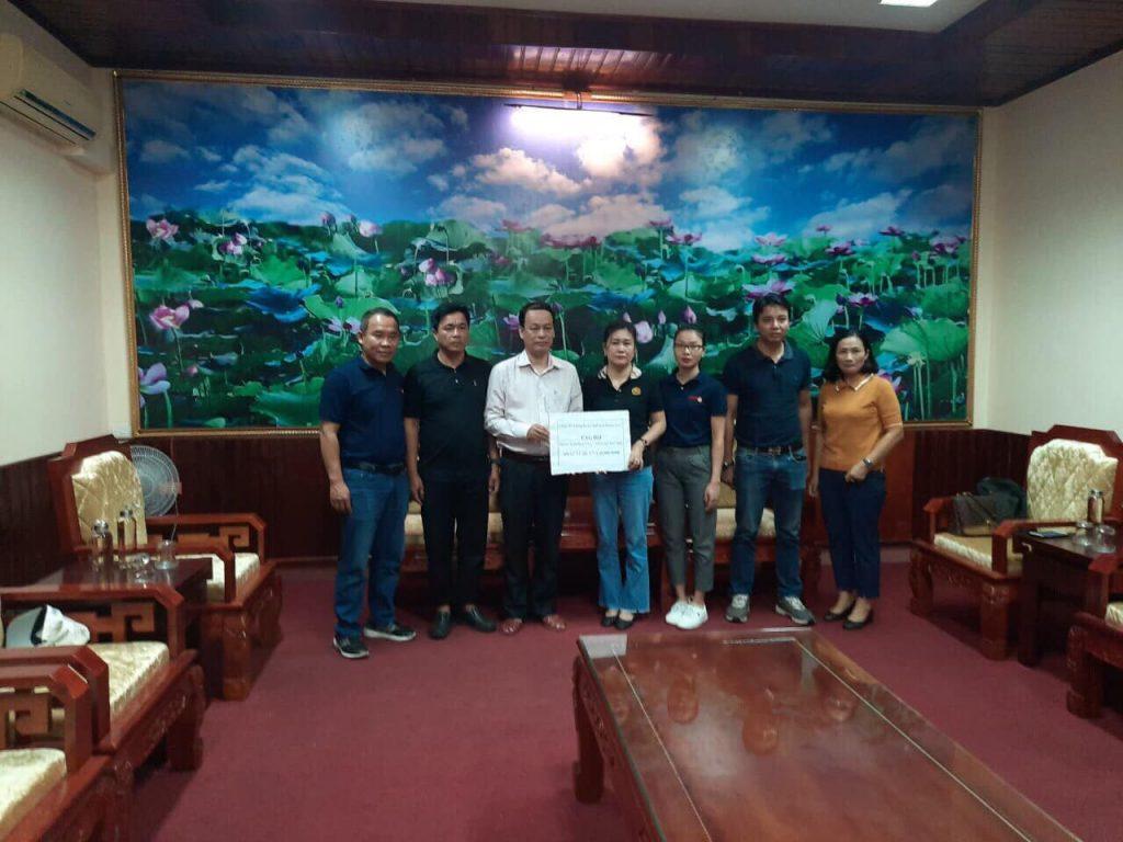 Phó chủ tịch MTTQVN Tỉnh Quảng Trị nhận phần quà DMH